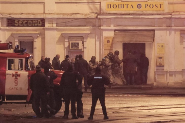 Ukraine hostages freed after police storm post office