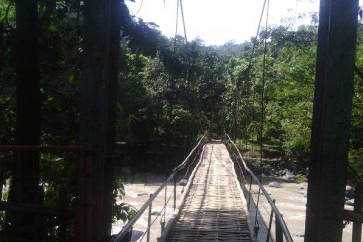 Jembatan Gantung Putus Tewaskan Satu Orang