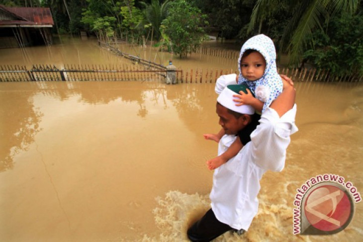 floods hit two districts in aceh province