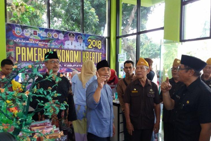 Wabup Situbondo Borong Produk Pelaku Ekonomi Kreatif (Video)