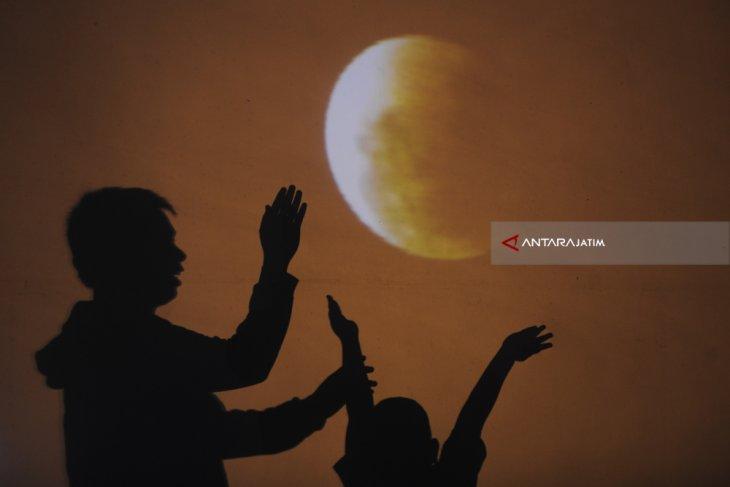 Gerhana bulan dapat dinikmati secara