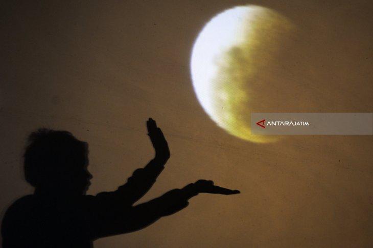 Gerhana Bulan Total 28 Juli, Muhammadiyah Jatim Imbau Shalat Gerhana