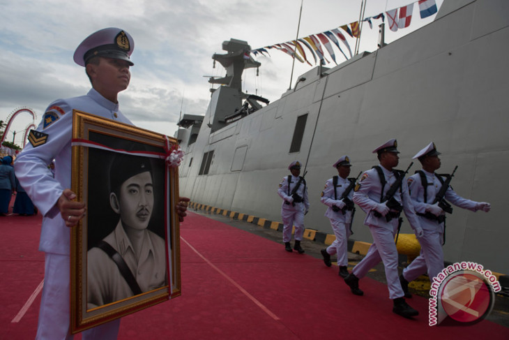 Indonesian Navy confiscates one ton of methamphetamine in Batam