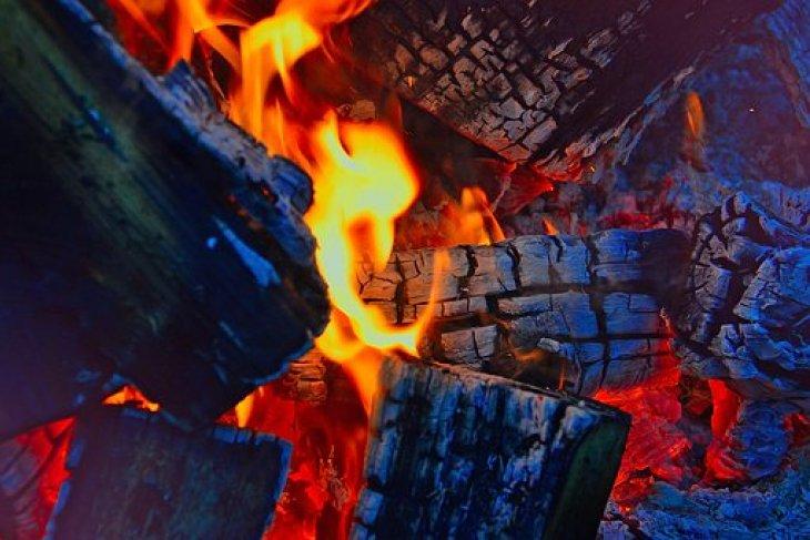 Gudang plastik Sidoarjo terbakar