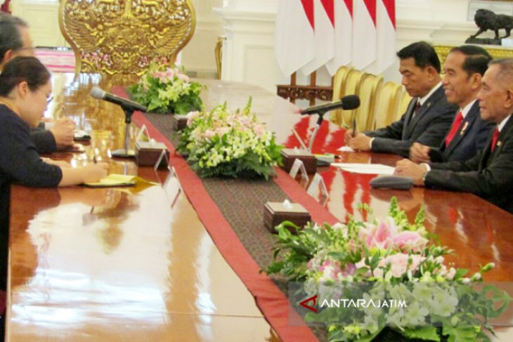 Jokowi Terima Delegasi Menhan Korsel (Video)
