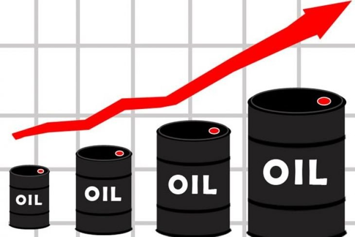 Harga minyak naik hampir dua persen setelah persediaan AS jatuh
