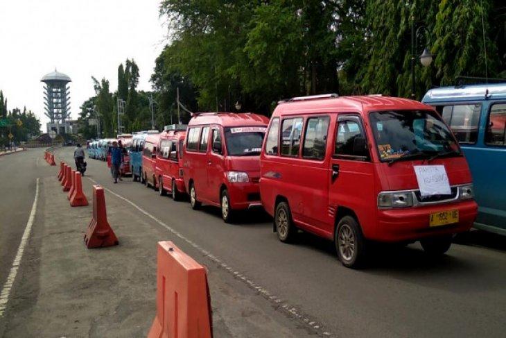 Sopir Angkot Cilegon Mogok Protes Taksi Online