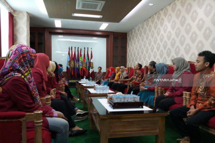Mahasiswa UM Surabaya Selesaikan KKN-PPL Internasional