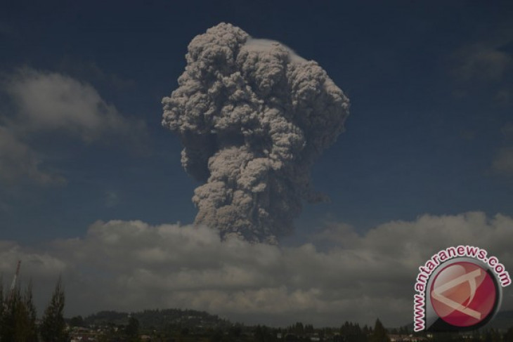 Mt Sinabung`s volcanic dust spreads to North and East Aceh
