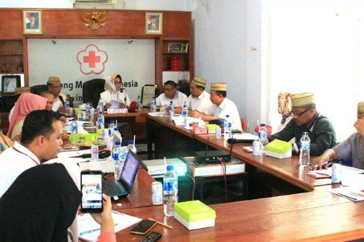 PMI Gorontalo distribusikan air bersih bagi korban banjir Boliyohuto
