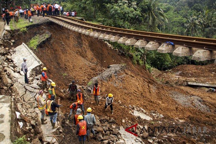 Target Perbaikan Jalur Kereta Terdampak Longsor