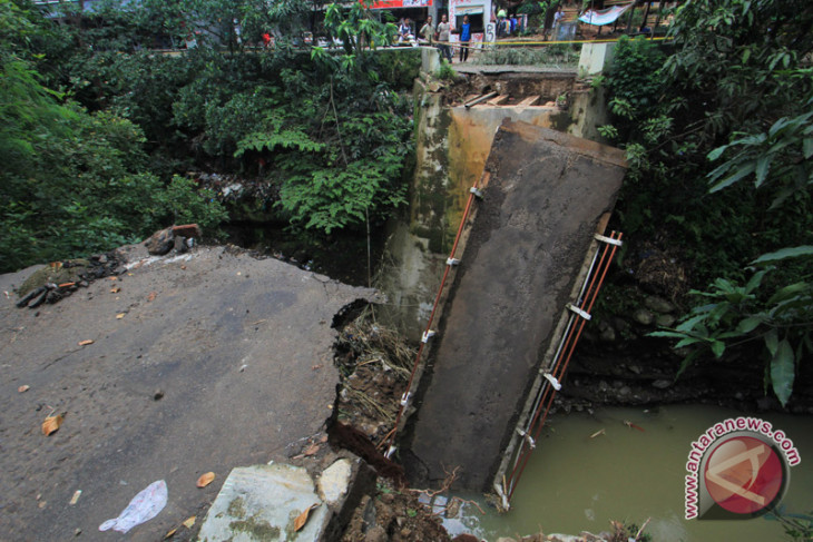 Floods inundate hundreds of houses in Lebak district