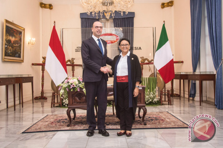 Marsudi highlights palm oil issue in meeting with Alfano