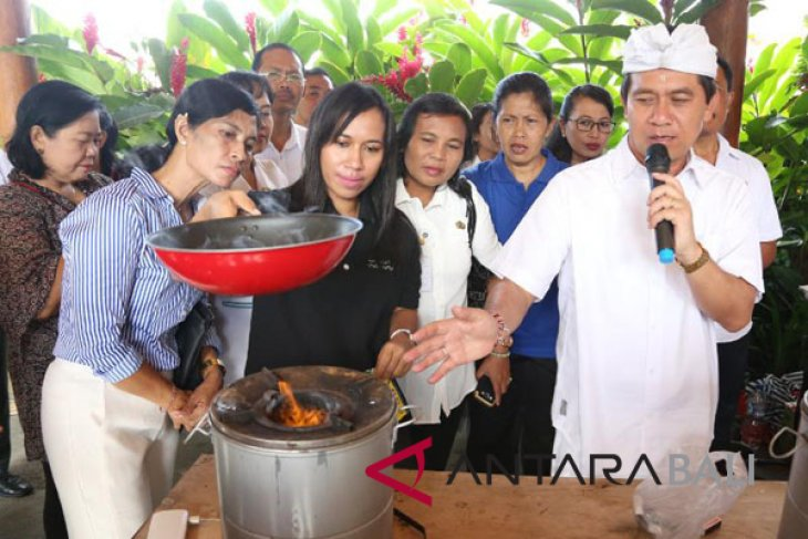 Pemkab Klungkung kampanyekan kompor berbahan bakar pelet