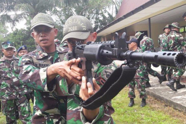 Prajurit Lantamal XII latihan menembak