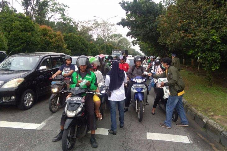 Relawan Midji Norsan bagikan masker gratis