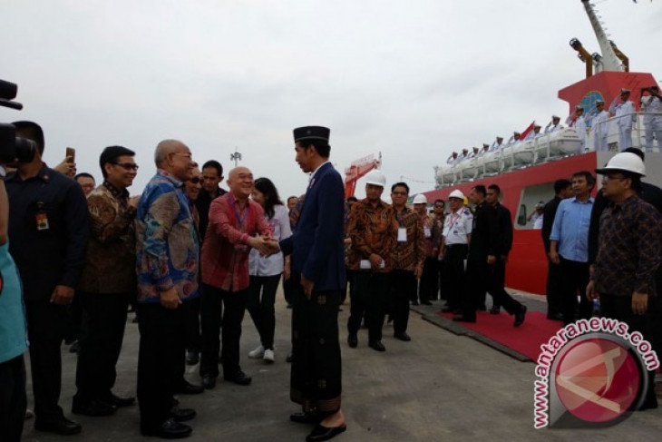 President launches JIIPE industrial zone in East Java