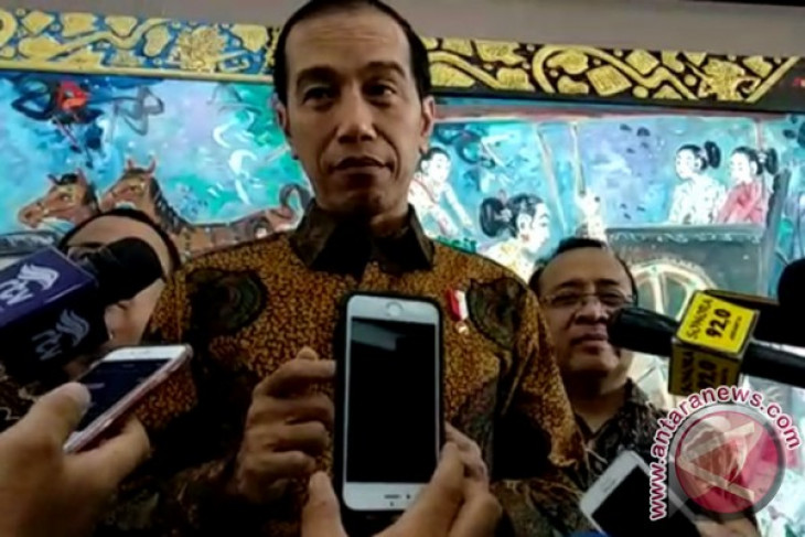 Jokowi studying names for his running mate in presidential race