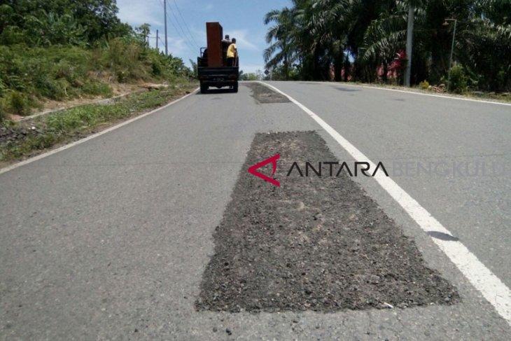 Warga Mukomuko pertanyakan kualitas jalan lintas sumatera