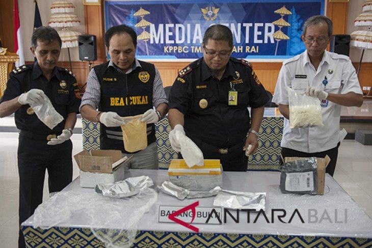 Penyelundupan narkoba lewat Pos