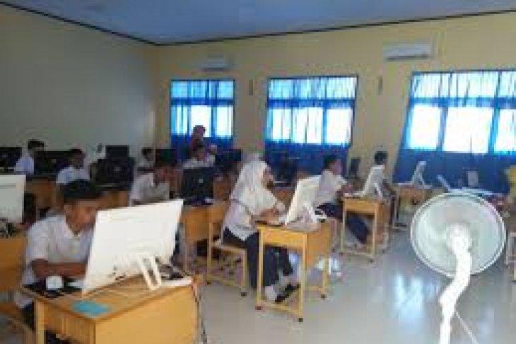 Di Banjarbaru 2.011 siswa SMA/MA ikuti UNBK