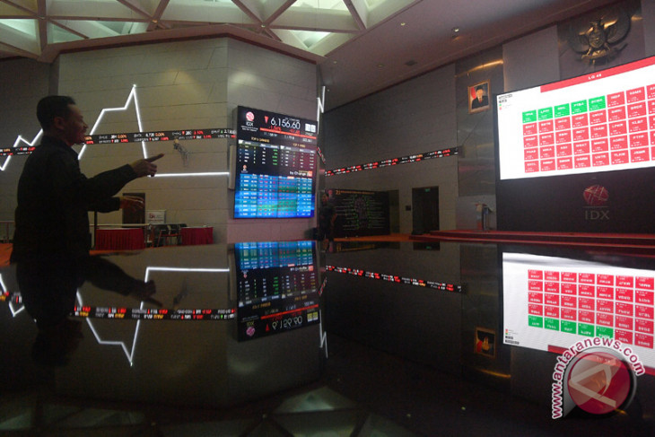Indonesian stock exchange index closes stronger on Monday