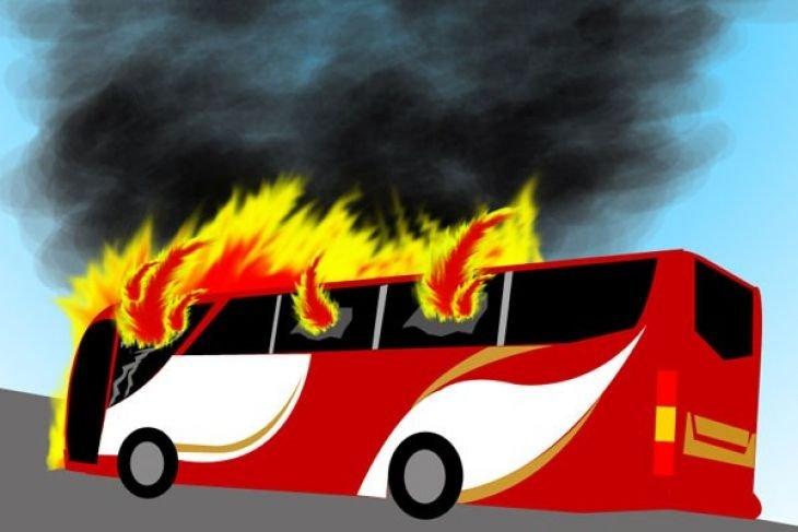 Bus pariwisata terbakar di tol Madiun