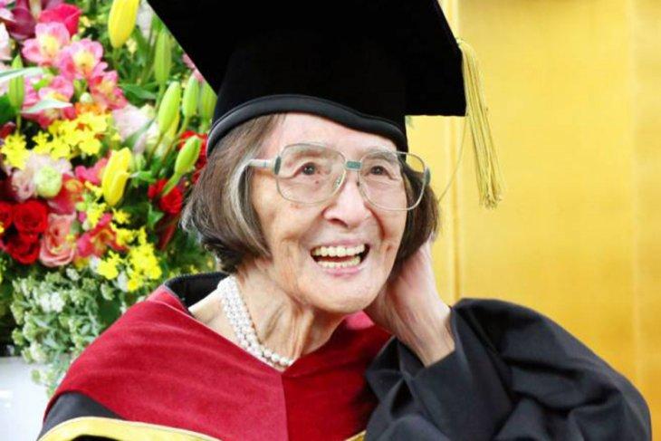 Perempuan 88 tahun raih gelar doktor di Jepang