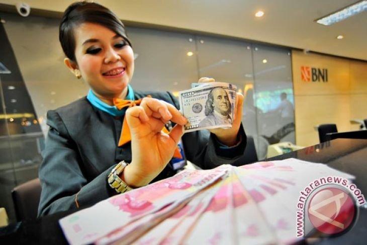 Rupiah menguat tipis Kamis menanti RDG Bank Indonesia