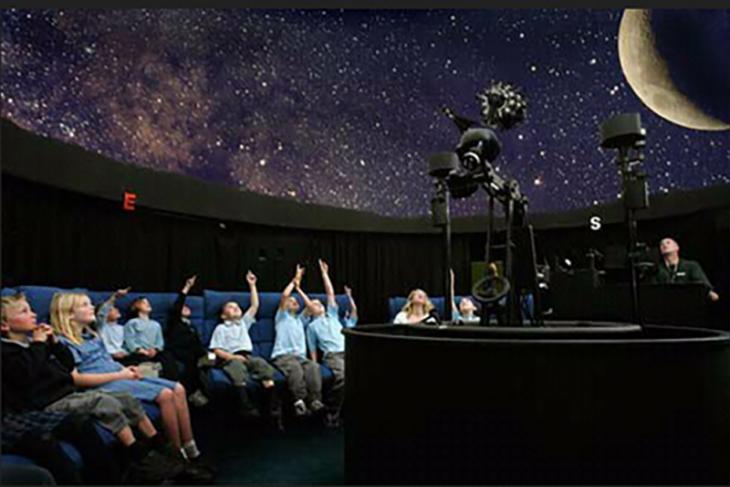 Ribuan pengunjung datangi Planetarium Mini di Tugu Khatulistiwa