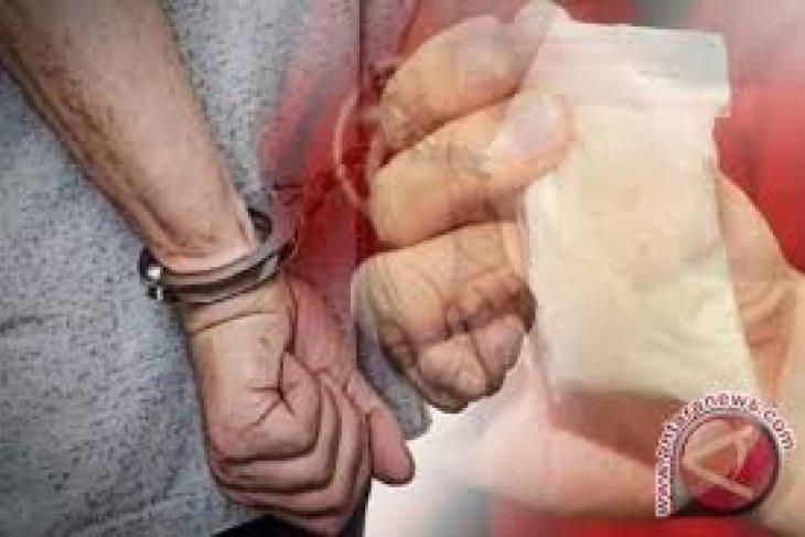 Polisi amankan sepasang kekasih asyik nyabu di kamar hotel