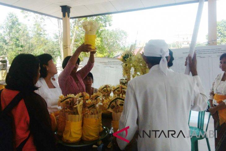 Umat Hindu Jambi ritual
