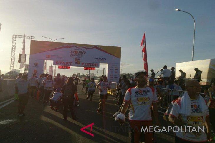 Lomba lari di jalan tol BORR di ikuti 3.000 pelari