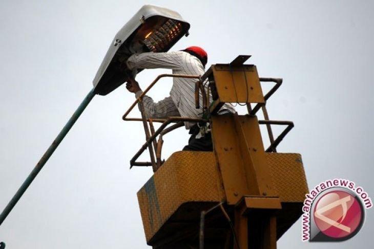 Wilayah Ibukota Kecamatan Di Penajam Diterangi Lampu Tenaga Surya