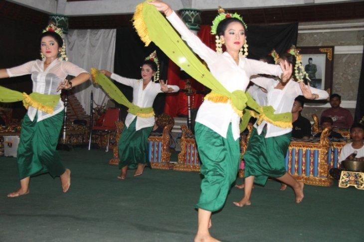 Bupati Tabanan Garap Tari Kreasi Baru Rejang Ratu Segara Antara News Bali