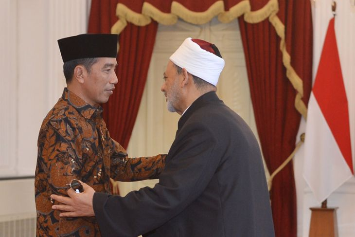 President discusses Wasathiyah Islam with Al-Azhar grand sheikh