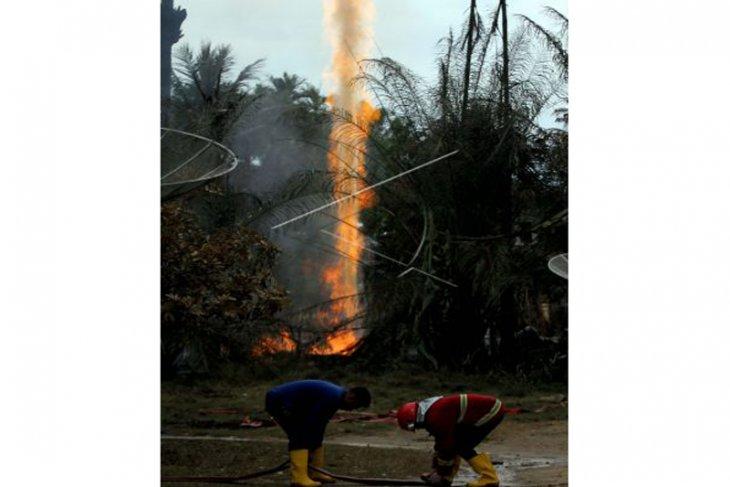 Pertamina Rantau padamkan api sumur minyak