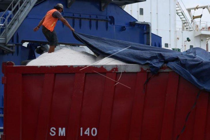 Petani garam di Aceh minta batasi impor