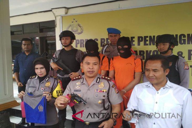 Polisi tangkap polisi gadungan bersenjata di Sukabumi