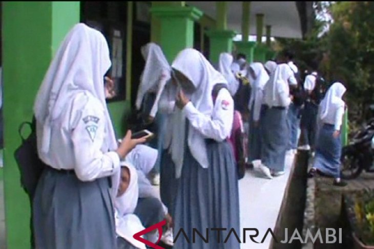 UNBK SMA di Kerinci sempat diwarnai putus kabel jaringan listrik
