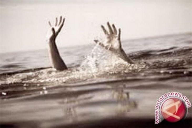 Dua wisatawan hilang tenggelam di laut Sukabumi