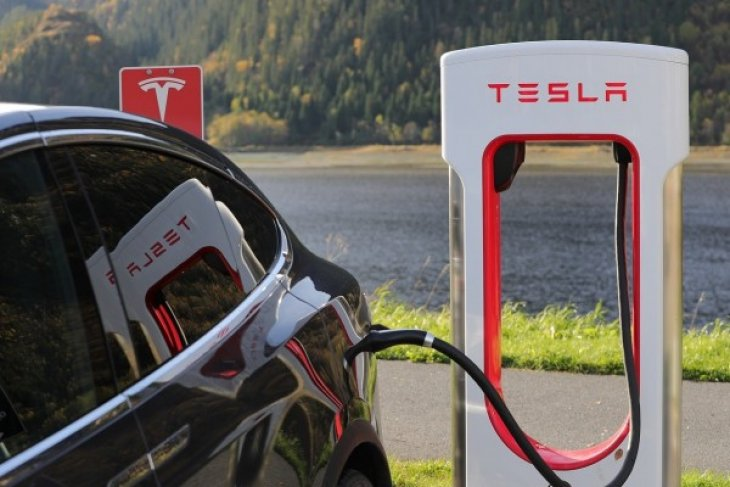 Tesla mulai produksi SUV Model Y akhir 2019