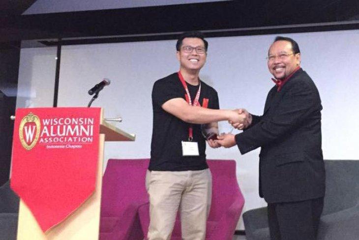 Prof. Dr. Aman Wirakartakusumah raih