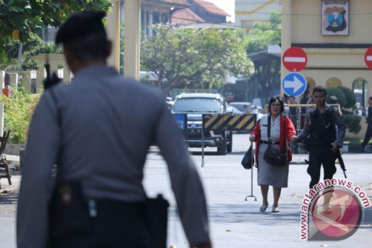 Explosion occurs at Surabaya police headquarters