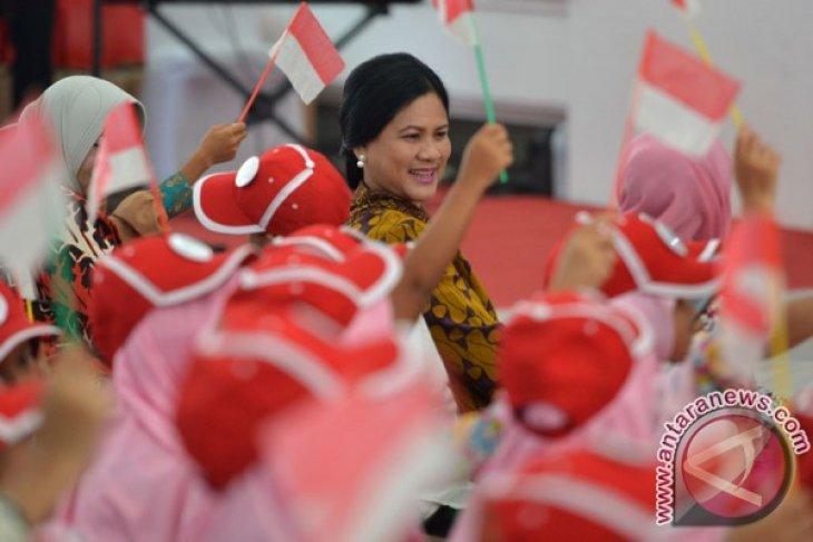 First Lady Iriana Jokowi invites hundreds of children to palace