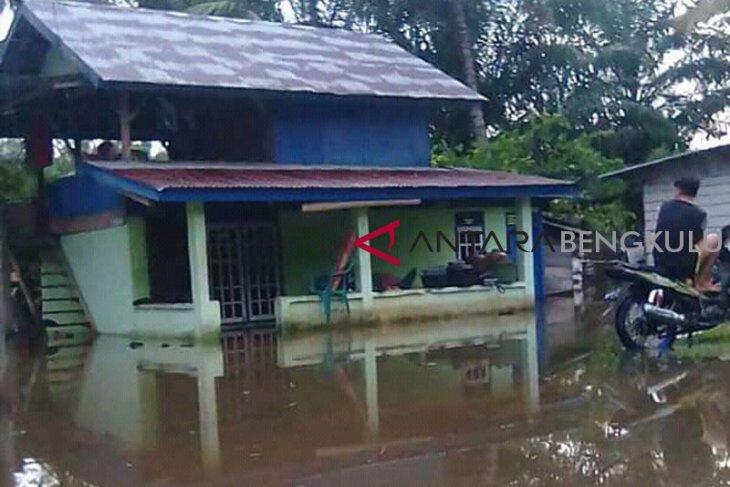 Luapan Sungai Penanakan Seluma rendam puluhan rumah