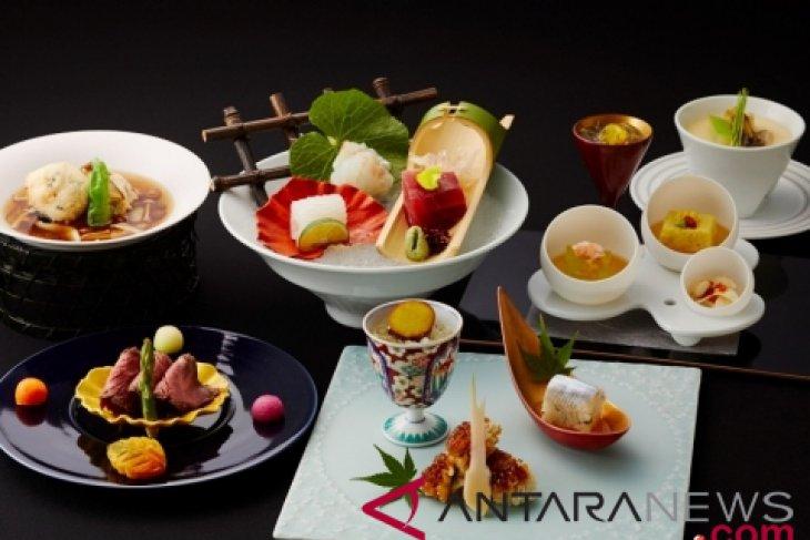 "Keio Plaza Hotel Tokyo hosts ""The 38th Arita and Imari Porcelain Exhibition"""