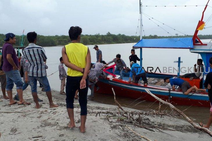 SAR Mukomuko cari nelayan hilang sampai Sumbar