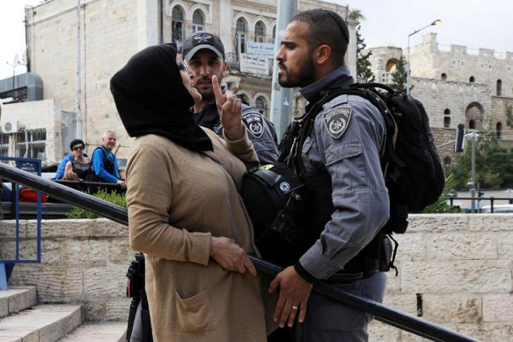 Perempuan Palestina hamil menyerah dengan luka parah setelah pesawat Israel membom rumahnya