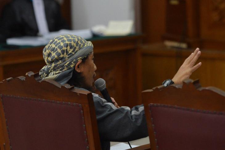 Blasts trigger panic among audience of terrorist suspect trial